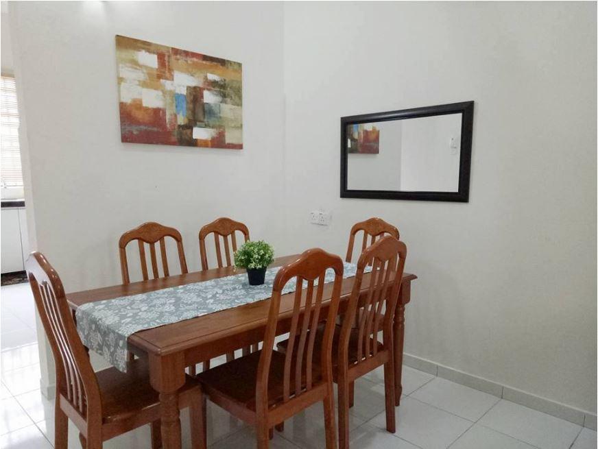Ruang Makan Homestay Murah di Kepala Batas