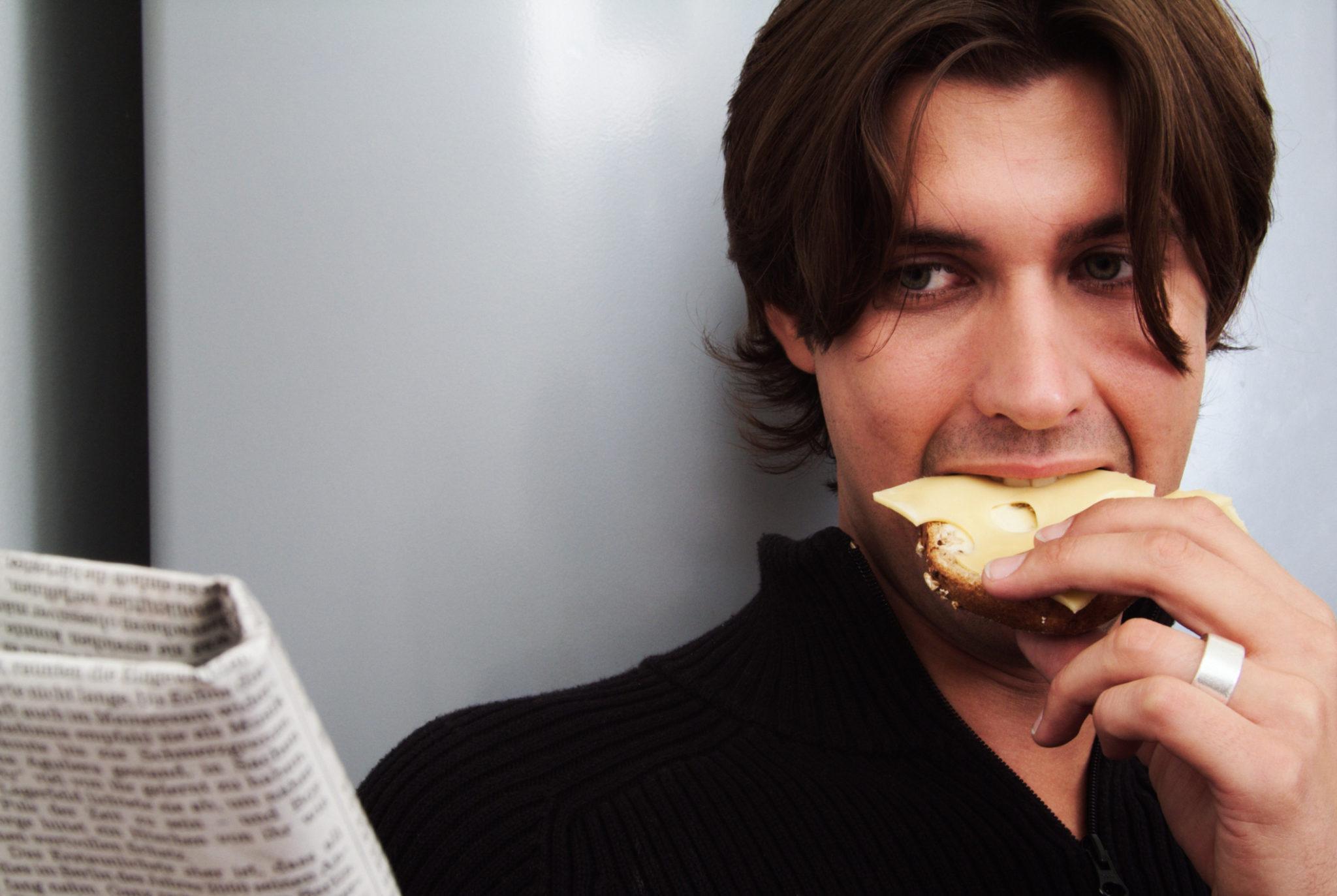 makan perlahan kempiskan perut boroi