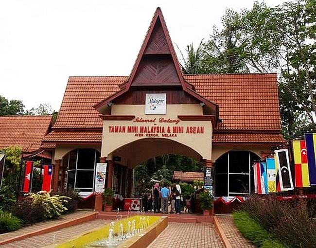 taman-mini-malaysia-asian