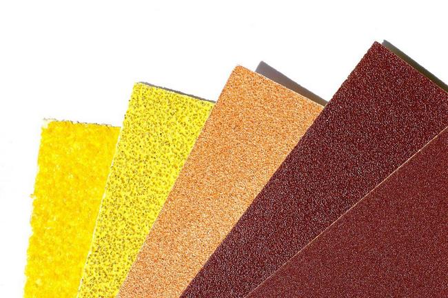 kertas pasir digunakan untuk menyental karat besi