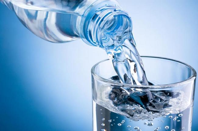 minum air cara hilangkan jerawat dan kulit kering