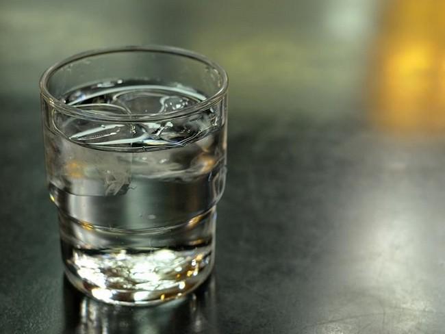 Tips Merawat Kulit Sensitif Dengan Meminum Air