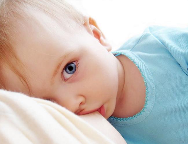 bayi memerlukan susu ibu untuk cepat membesar