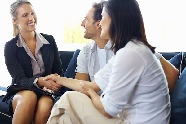 ejen hartanah mempercepatkan proses jual beli rumah