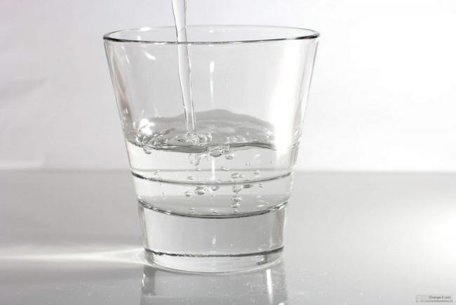 minum air suam untuk menambahkan susu ibu