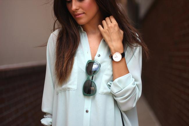 penampilan wanita ekslusif dengan jam tangan