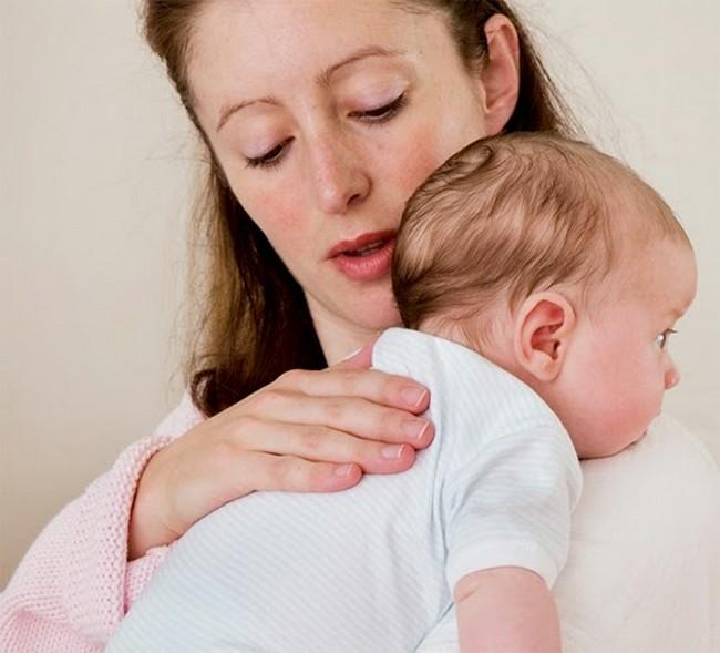 sendawakan bayi cara untuk atasi masalah kembung perut
