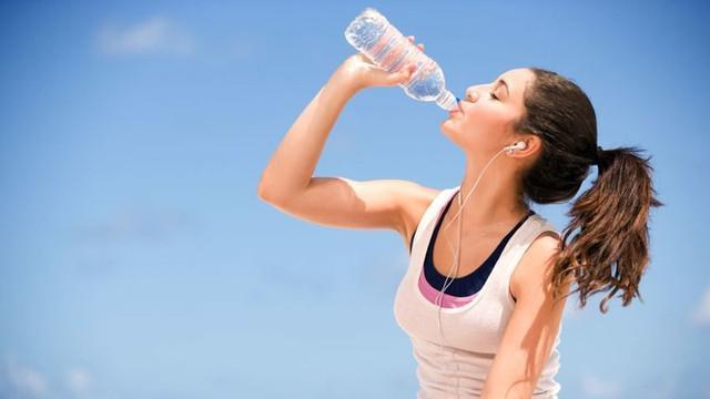 tips untuk tak nak gemuk lagi dengan minum air secukupnya