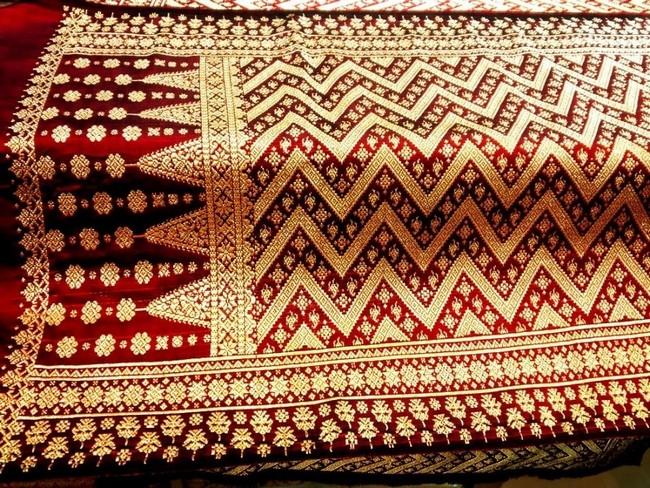 Antara Baju Songket dan Tradisional Murah