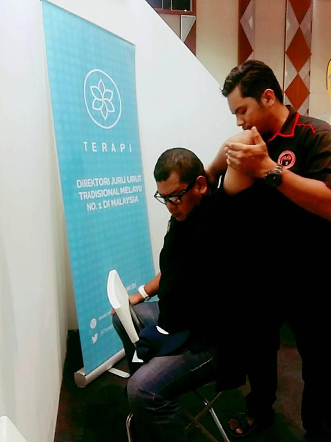 Hand Corporate Massage in Kuala Lumpur