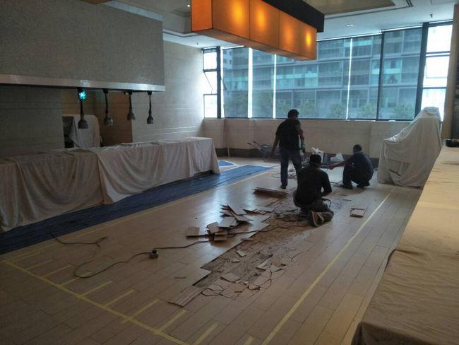 kerja renovation dan pasang lantai baru