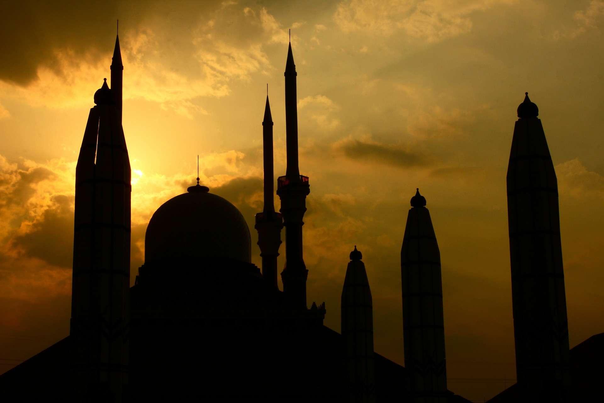 Bacaan Doa Iftitah Dalam Bahasa Arab Dan Terjemahannya Serta Fadhilat