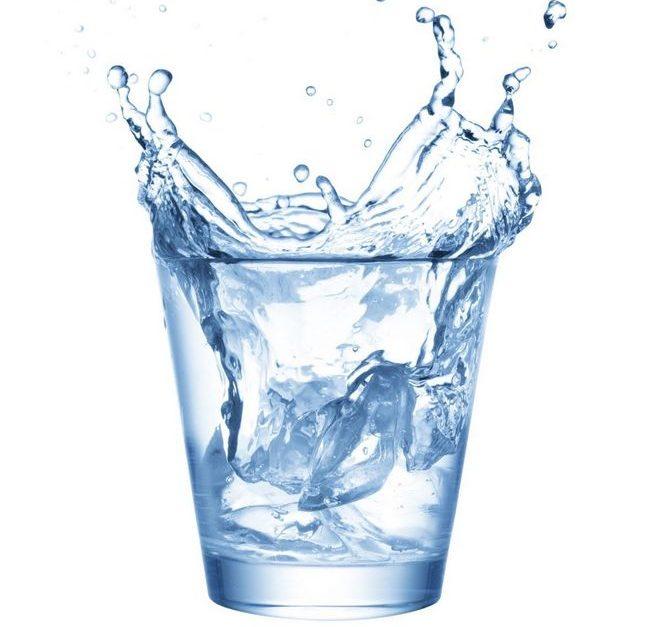 air mineral daripada tapisan penapis air cuckoo