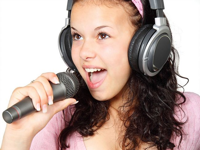 buang aura negatif dengan menyanyi