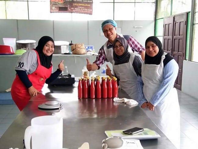 peserta kursus usahawan sos cili dan kicap buatan sendiri