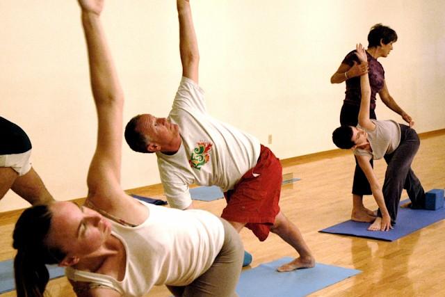 yoga bantu kawal berat badan