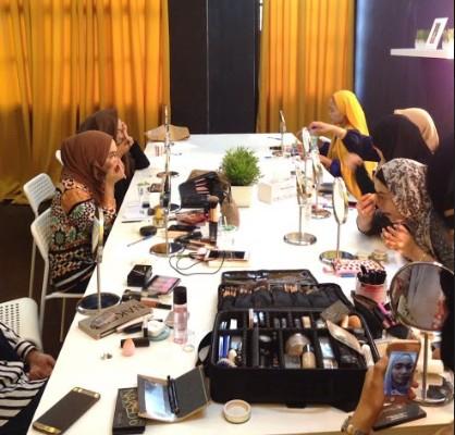 kelas makeup untuk wanita dewasa